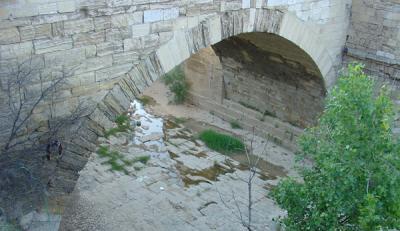 APUDEPA denuncia la destrucción de la solera del Puente de Piedra para la Expo 2008