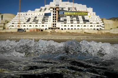 20130509200401-hotel-el-algarrobico.jpg